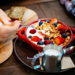 Τα 10 superfoods που πρέπει να εντάξεις στη διατροφή σου