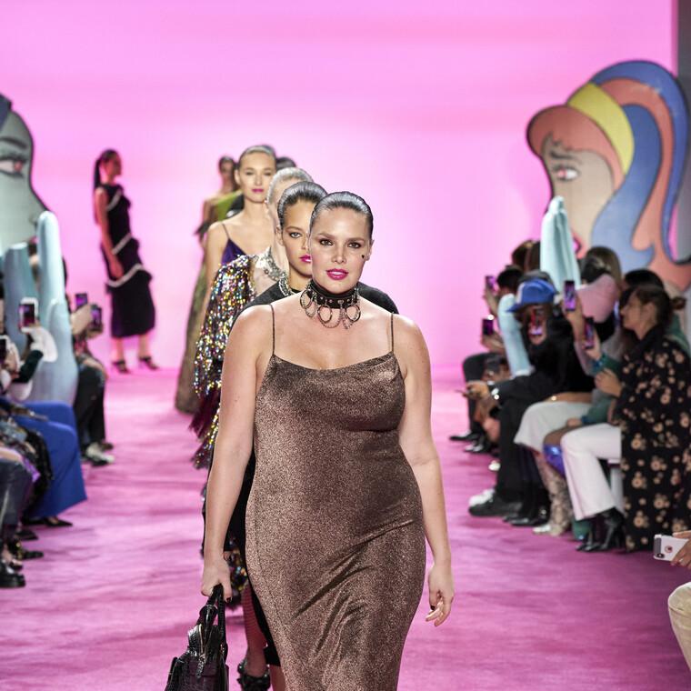 Ολοένα και περισσότεροι σχεδιαστές  παρουσιάζουν plus-size ρούχα στις Εβδομάδες Μόδας