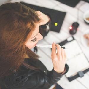 5 τρόποι για να μένεις συγκεντρωμένη στη δουλειά χωρίς αποσπάσεις