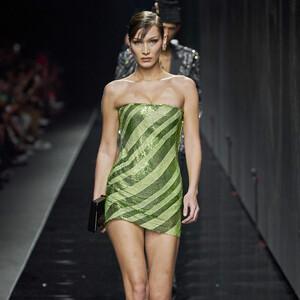 Η Donatella Versace στην φθινοπωρινή συλλογή της εξυμνεί τη διαφορετικότητα