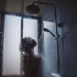 Μάθε ποια ώρα πρέπει να κάνεις μπάνιο αν θέλεις να έχεις ωραίο δέρμα
