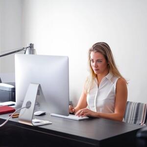 Πώς η στάση του σώματός σου μπορεί να ισχυροποιήσει τη θέση σου στη δουλειά
