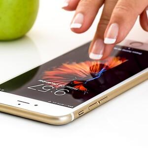 Πρέπει να καθαρίζουμε το κινητό μας για ν' αποφύγουμε τον κορονοϊό;Η απάντηση είναι ναι και δες πώς