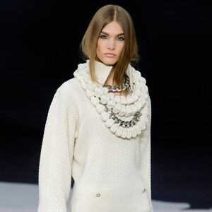 Costume Jewellery: Η Chanel κάνει τα ογκώδη κοσμήματα τον πρωταγωνιστή της σεζόν