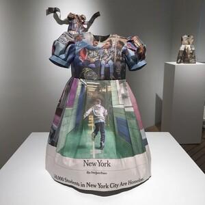 Υπέροχα φορέματα από ανακυκλωμένες εφημερίδες