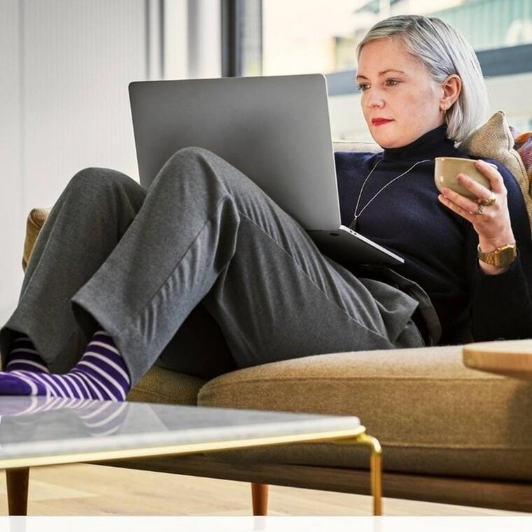Δουλεύεις από το σπίτι; Αυτές είναι οι ωραιότερες φόρμες για να νιώθεις άνετα κάθε μέρα