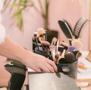 Πως θα καθαρίσεις εύκολα και σωστά τα πινέλα του μακιγιάζ