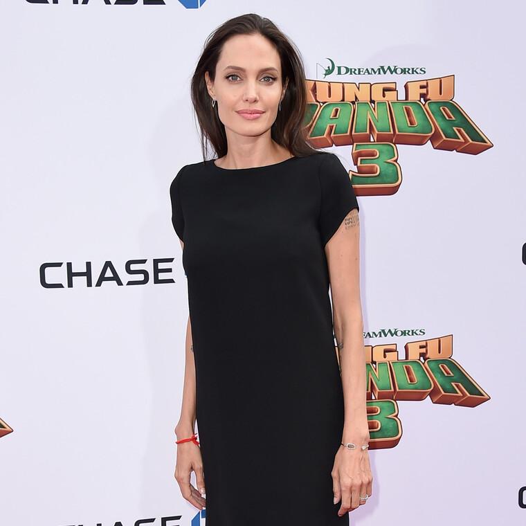 H Angelina Jolie προσφέρει 1 εκατομμύριο δολάρια για να σιτίσει τα παιδιά εν μέσω πανδημίας