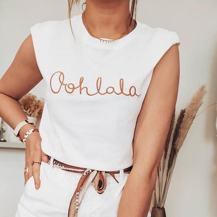 Τα ωραιότερα λευκά ρούχα για να νιώθεις άνετα αν ακόμη δουλεύεις από το σπίτι