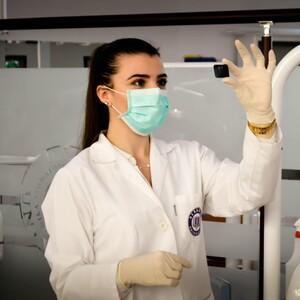 Οι επιστήμονες μάλλον βρήκαν την αχίλλειο πτέρνα του κορονοϊού και ετοιμάζουν το κατάλληλο εμβόλιο