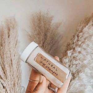 Πώς θα φτιάξεις εύκολα dry shampoo στο σπίτι
