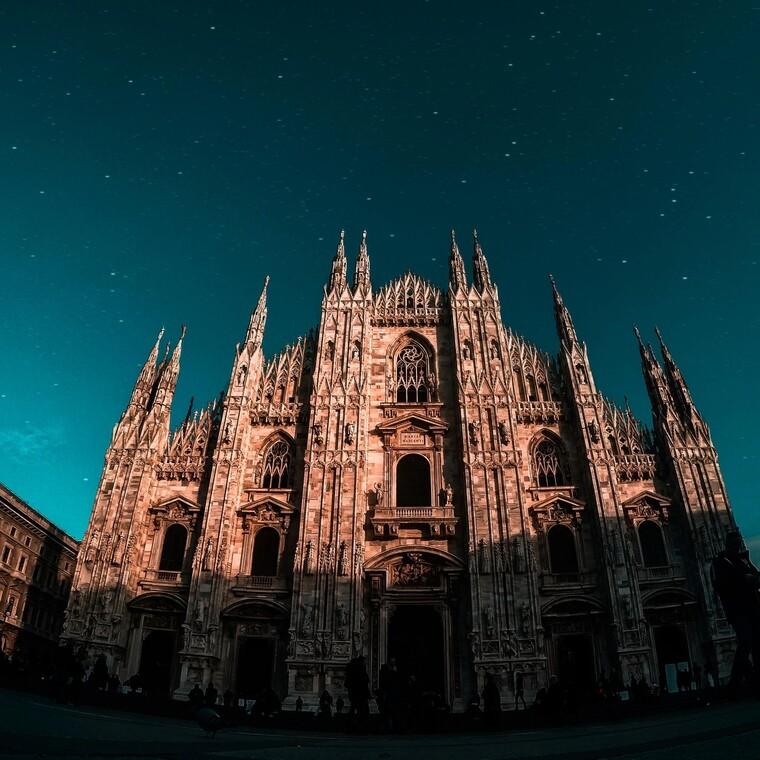 Ψαλμωδίες σ' έναν άδειο καθεδρικό ναό την Κυριακή του Πάσχα από τον Αντρέα Μποτσέλι (video)