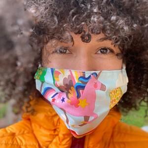 Έτσι θα φτιάξεις μια προστατευτική μάσκα για το πρόσωπο μέσα σε μόλις 45 δευτερόλεπτα