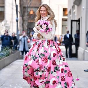 Η Celine Dion είναι η «μούσα» της νέας floral συλλογής του Oscar de la Renta