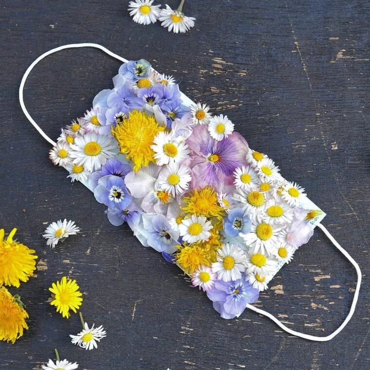 Οι ωραιότερες floral μάσκες προστασίας που μας φέρνουν την άνοιξη