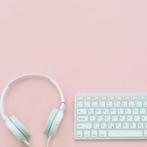 Το podcast της ημέρας για να χαλαρώνεις ενώ δουλεύεις από το σπίτι