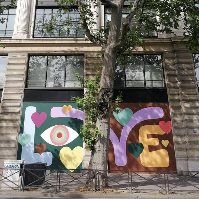 Ο οίκος Louis Vuitton προωθεί την τέχνη και την αισιοδοξία στους περαστικούς του Παρισιού