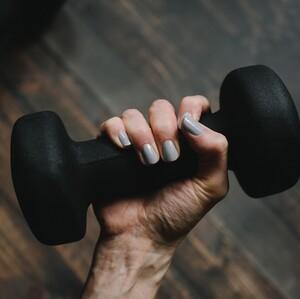 Αυτή είναι η καλύτερη άσκηση απώλειας βάρους για γυναίκες άνω των 50