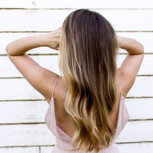Τα 5 λάθη στα μαλλιά που σε κάνουν να δείχνεις μεγαλύτερη