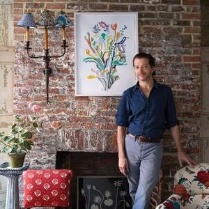 O «μάγος του ντεκουπάζ» John Derian μας δείχνει την τεχνική του για τέλειες κατασκευές