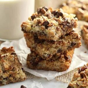 Μαγικές μπάρες μπισκότου με σοκολάτα και καρύδα