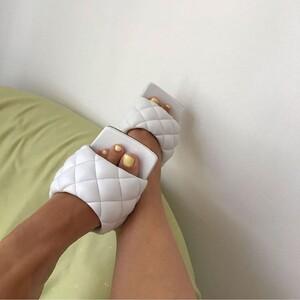 Το square-toe είναι η απόλυτη τάση στα παπούτσια γι' αυτή τη σεζόν