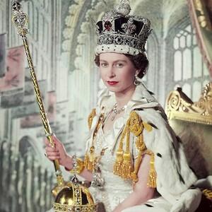 Τώρα μπορείς κι εσύ να αποκτήσεις τα γοβάκια της Βασίλισσας Ελισάβετ