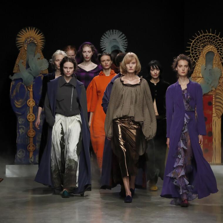 Η βιομηχανία της μόδας στέκεται ενάντια στον ρατσισμό