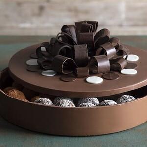 Άκης Πετρετζίκης: Σοκολατένιο κουτί