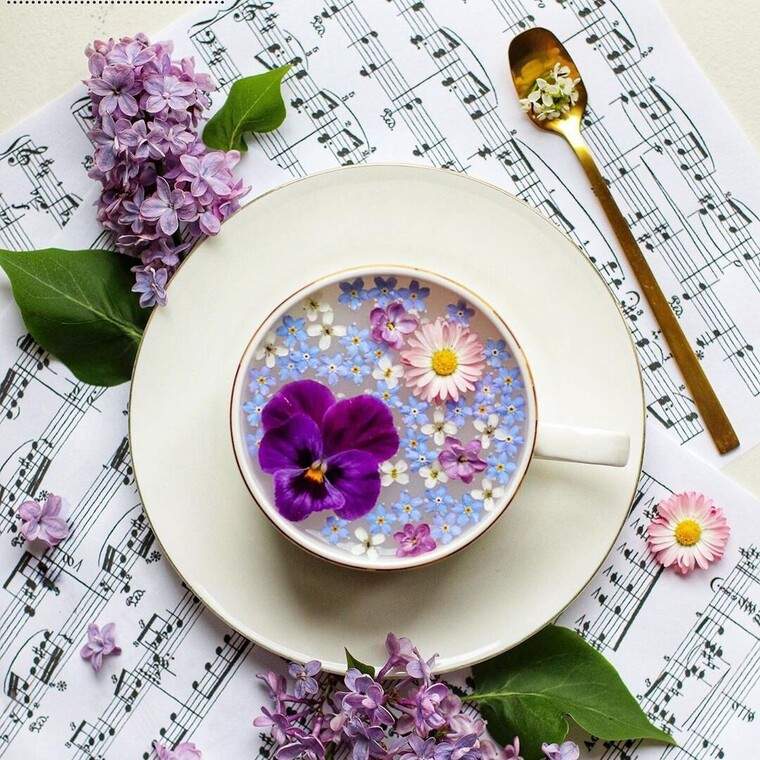 Flower Tea: η νέα τάση στο Instagram με τις «ανθισμένες κούπες»