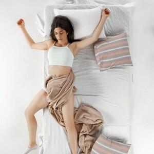 11 τρόποι για να κοιμηθείς ήρεμα τις νύχτες ενός καυτού καλοκαιριού