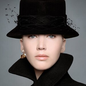Η Τζένιφερ Λόρενς πρωταγωνιστεί στη νέα φθινοπωρινή Vintage συλλογή του Dior