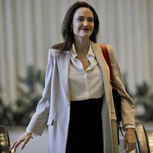 Βρήκαμε τις αγαπημένες τσάντες της Angelina Jolie