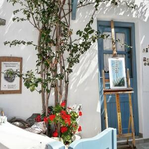 Διακοπές στην Τήνο: Τα γραφικά χωριά του νησιού και οι καταγάλανες παραλίες