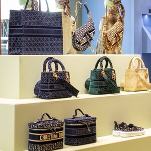 Ένα pop-up store στην καρδιά του Harrods με τις νέες τσάντες του Dior