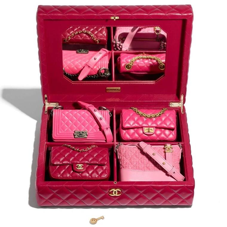 Chanel: οι 4 limited edition mini τσάντες του οίκου αποκαλύπτουν τη γοητεία τους