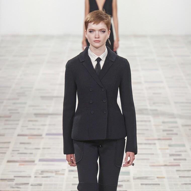 Φεμινισμός και Μόδα:Ο οίκος Dior κάνει ένα υπέροχο «πάντρεμα» και μας εμπνέει
