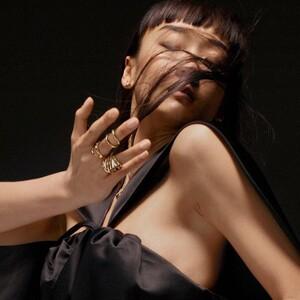 LV Volt: Η νέα συλλογή κοσμημάτων της Louis Vuitton που κρύβει μέσα της μια γυναίκα