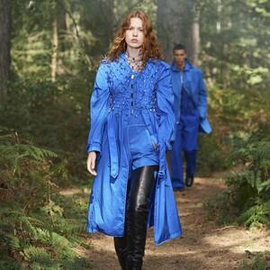 Το μπλε είναι ο πρωταγωνιστής της επερχόμενης άνοιξης για την Burberry