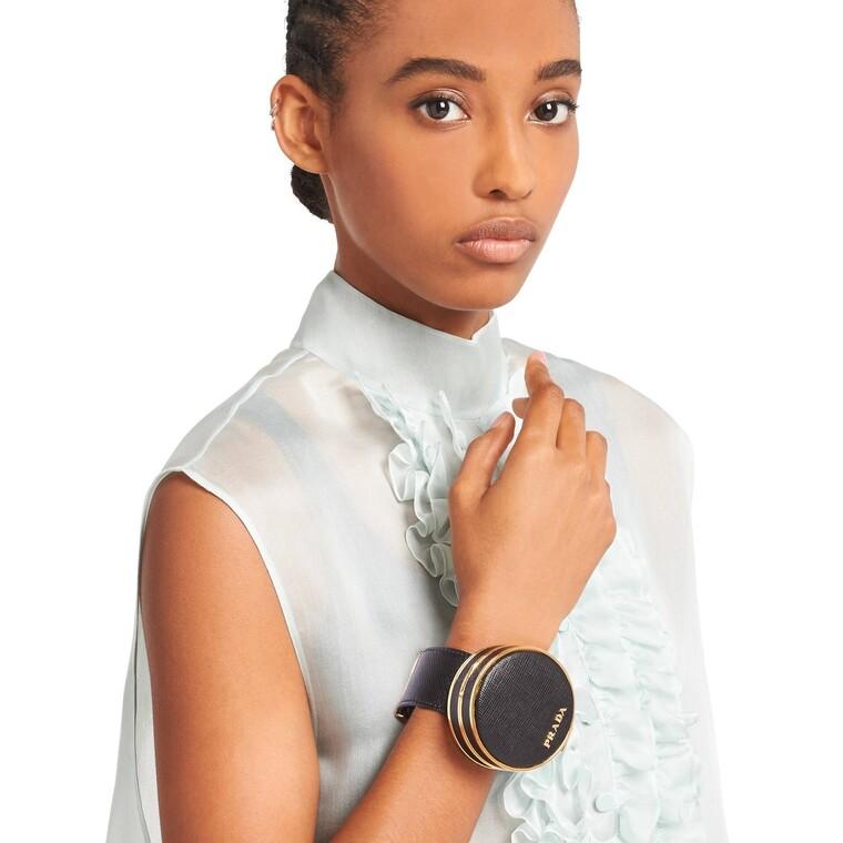 To λειτουργικό κόσμημα της Prada που αποτελεί έναν θηλυκό μικρόκοσμο ομορφιάς