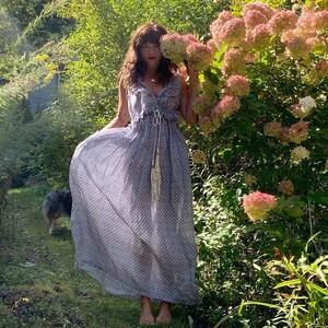 Η Έλενα Κρίστενσερ αγαπάει τα vintage φορέματα και το αποδεικνύει στο eshop της