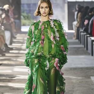 Valentino SS21 Collection: τα 10 αέρινα φορέματα που μας εντυπωσίασαν