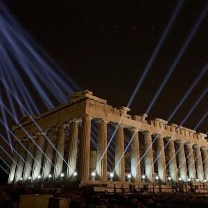 Η Ακρόπολη λάμπει με τον νέο της φωτισμό