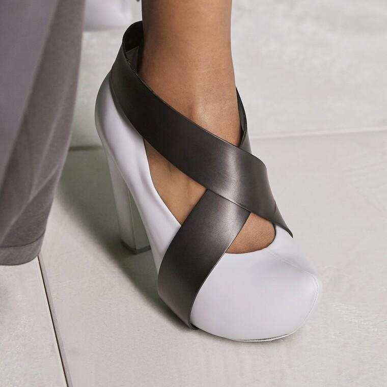 Clog Heels: τα πιο αντιφατικά παπούτσια που είδαμε στην SS21 συλλογή της Louis Vuitton