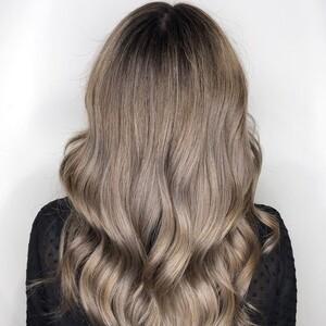 Το mushroom blonde είναι το απόλυτο χρώμα μαλλιών του φετινού χειμώνα