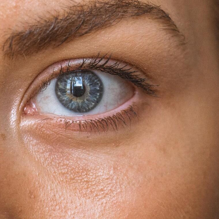 Ναι, και τα μάτια μπορούν να μολυνθούν από τον Covid-19