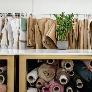 Πώς θα προστατευθείς από τα χημικά που πιθανόν να περιέχουν τα ρούχα σου