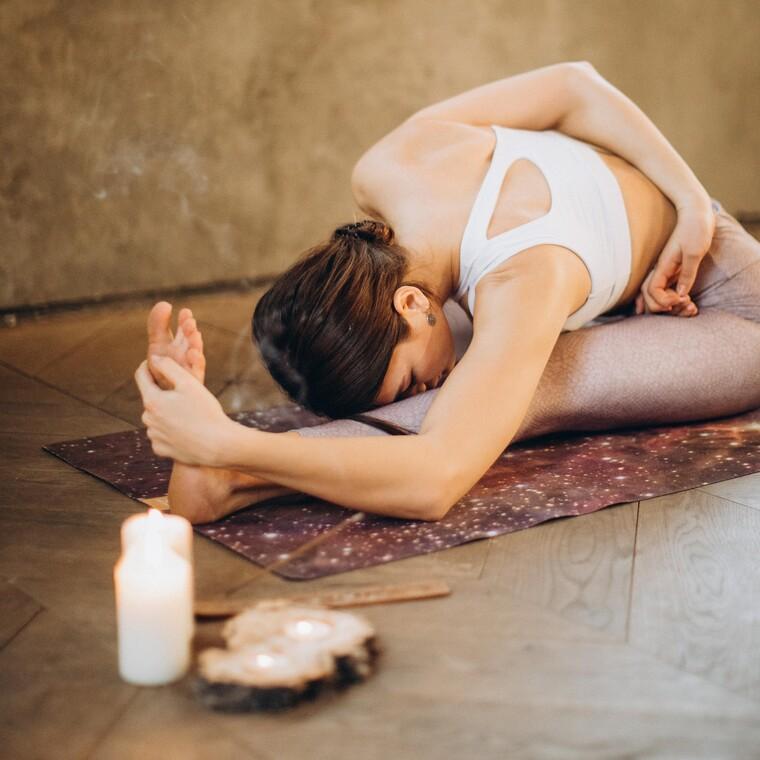 Τα πιο άνετα και elegant ρούχα για yoga που θ' απολαύσεις στο σπίτι