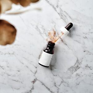 10 δραστικά serum για την αντιμετώπιση λεπτών γραμμών και ρυτίδων