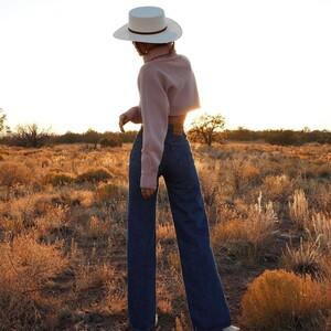 10 jean παντελόνια που θα απογειώσουν τις χειμερινές εμφανίσεις σου
